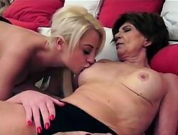 lesbian muff diving