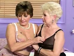 Lesbienne interview au travail porn